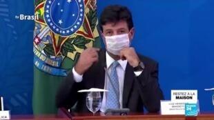 2020-04-17 11:07 Brésil : En pleine crise du coronavirus, Bolsonaro limoge son populaire ministre de la Santé