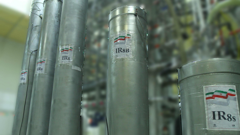 Una fotografía distribuida por la Agencia de Energía Atómica de Irán muestra las nuevas centrifugadoras de la planta de energía nuclear de Natanz, en la ciudad de Natanz, en la provincia de Isfahan, centro de Irán, el 4 de noviembre de 2019.