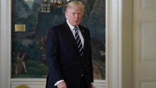 El presidente estadounidense Donald Trump arriba para ofrecer un discurso sobre el tiroteo masivo de Las Vegas en la Casa Blanca, en Washington DC, el 2 de octubre de 2017.