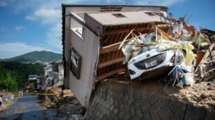 Au moins 199 personnes ont été tuées par des inondations et des glissements de terrain dans l'ouest du Japon.