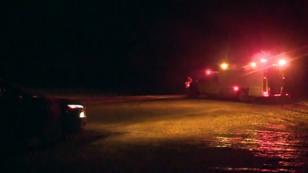 Imagen de vehículos de servicios de emergencia cerca del lugar del accidente. 6/4/18