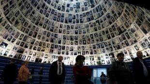 زوار في متحف ياد فاشيم للمحرقة النازية بالقدس. 27 يناير/كانون الثاني2019.