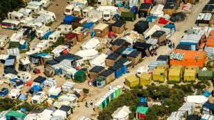 Une photo aérienne du camp de Calais prise le 16 août 2016.