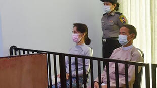 La exlíder birmana Aung San Suu Kyi, durante una audiencia judicial el 24 de mayo de 2021, en Naypyidaw, Myanmar.