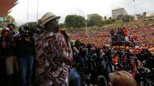El líder opositor Raila Odinga se dirige a sus seguidores durante una movilización en el parque Uhuru, en Nairobi, el 25 de octubre de 2017.