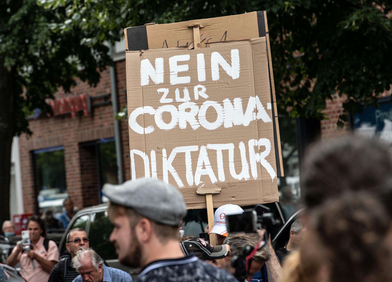 Scuffles in Berlin as Covid sceptics defy protest ban - France 24