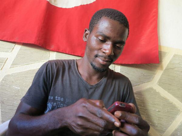 """Ancien """"activiste"""" dans l'Etat du Delta au Nigeria, Bright ne veut pas retourner dans son pays ni ne souhaite rester en Tunisie."""