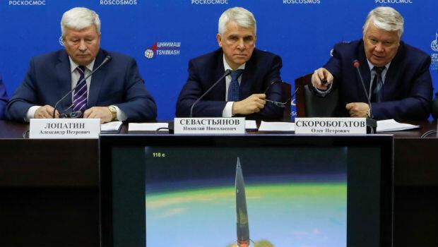 Oleg Skorobogatov, jefe de la comisión investigadora, habla en una conferencia de prensa sobre los resultados de la investigación sobre el lanzamiento fallido del cohete Soyuz. 1 de noviembre.