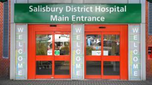 Porte d'entrée de l'hôpital de district de  Salisbury, où était soigné Sergueï Skripal depuis le 4 mars.