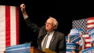 المرشح الديمقراطي في الإنتخابات التمهيدية الأمريكية بيرني ساندرز