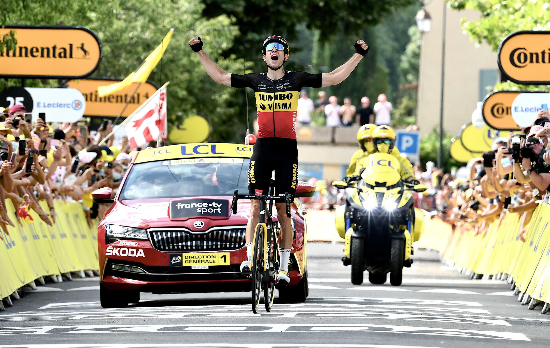 La joie du Belge Wout van Aert, après sa victoire en solitaire dans la 11e étape du Tour de France, disputée entre Sorgues et Malaucène, le 7 juille 2021
