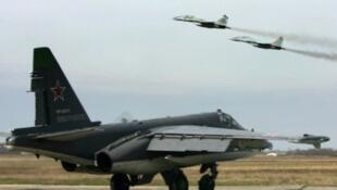 Un avion de combat russe sur la base de Primorsko-Akhtarsk, en Russie.