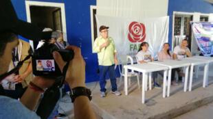 Rodrigo Londoño, líder del partido FARC, habla den un evento político en Puerto Esperanza, Colombia. 20/5/18