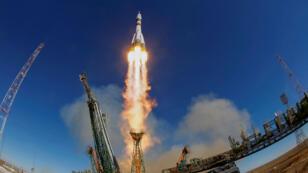 la nave espacial Soyuz MS-10 con la tripulación del astronauta Nick Hague de los EE. UU. Y el cosmonauta Alexey Ovchinin de Rusia despega a la Estación Espacial Internacional (ISS) desde la plataforma de lanzamiento en el Cosmódromo de Baikonur, Kazajstán, 11 de octubre de 2018.