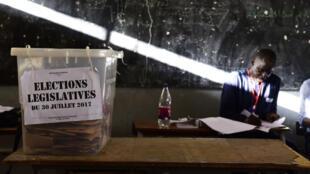 Un bureau de vote à Dakar le 30 juillet lors de législatives considérées, à 18 mois de la présidentielle, comme un test pour le camp du président Sall.