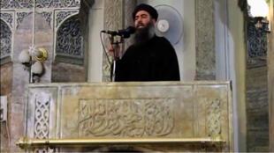 Abou Bakr al-Baghdadi, en juin2014, dans la mosquée al-Nouri de Mossoul, lors de sa seule apparition publique connue.