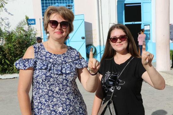 Lilya est venue voter avec sa mère. Âgée de 20 ans, ce sotn ses premières législatives.