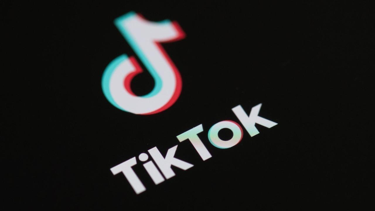 """شعار تطبيق التواصل الاجتماعي الصيني """"تيك توك""""."""
