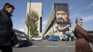 جدارية لمارادونا في سان جوفاني تيدوتشو قرب نابولي جنوب إيطاليا في 28 شباط/فبراير 2017