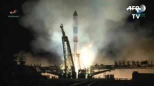 Capture d'écran d'une vidéo AFPTV montrant le décollage d'une fusée russe Soyouz emportant un vaisseau cargo Progress, le 16 novembre 2018 à Baïkounour, au Kazakhstan