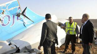 حطام الطائرة الروسية في مكان سقوطها في سيناء