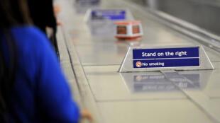 """Personne n'a envie d'abandonner la règle du """"serrez à droite"""" dans le métro."""