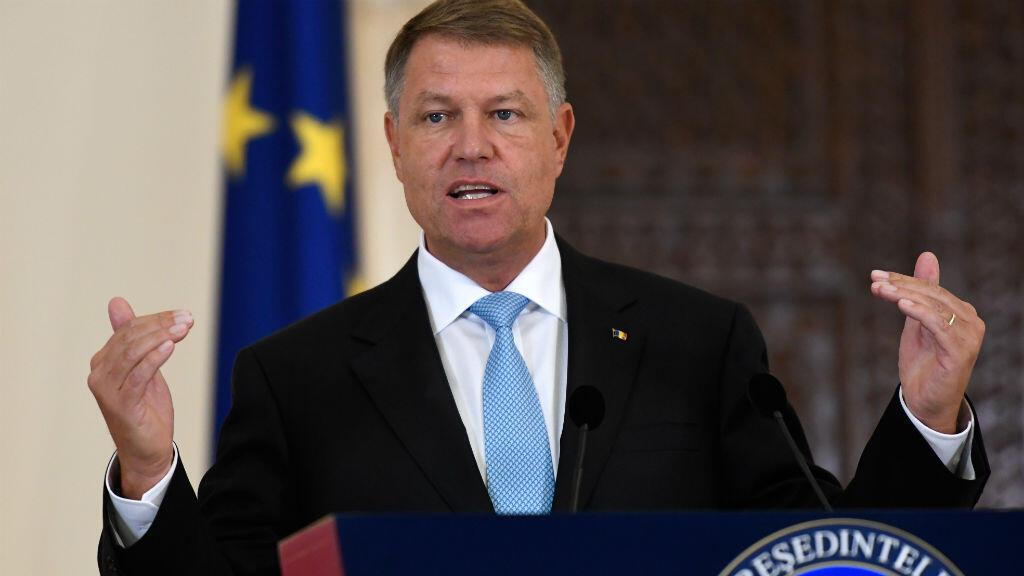 Klaus Iohannis, le président roumain, à Bucarest, le 24 août à l'issue de sa rencontre avec Emmanuel Macron.