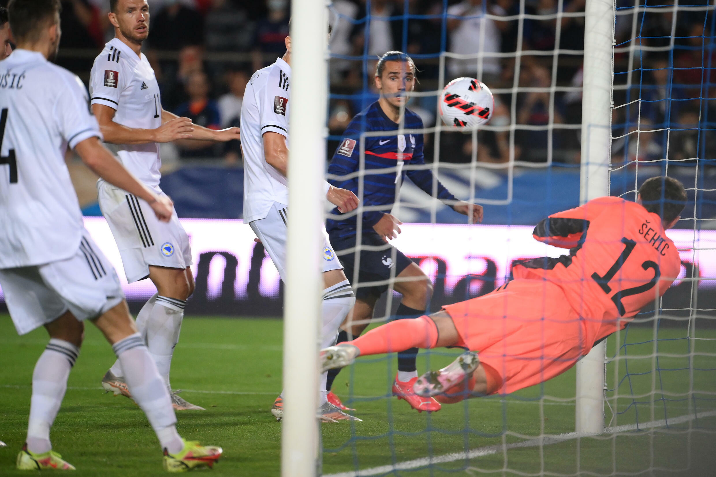 Antoine Griezmann (C) equalised for France in a draw at home to Bosnia and Herzegovina