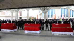 تشييع ثلاثة جنود اتراك قتلوا في شمال العراق، في مسجد في انقرة في 12 شباط/فبراير 2021.
