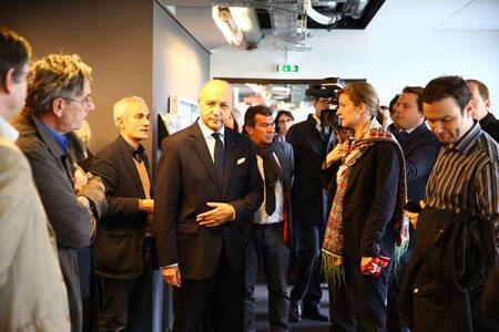 Laurent Fabius dans les locaux de RFI