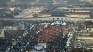 تظاهرة في سيول السبت 3 /ديسمبر 2016 تطالب باستقالة الرئيسة الكورية الجنوبية بارك غوين-هي