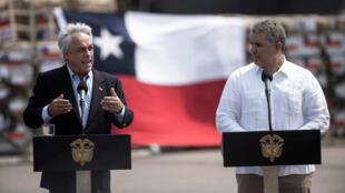 El presidente de Chile, Sebastián Piñera, habla junto al presidente de Colombia, Iván Duque, luego de llegar al Aeropuerto Internacional de Cúcuta en un avión con ayuda para Venezuela el 22 de febrero de 2019.