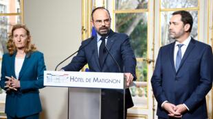 Le Premier ministre Edouard Philippe (centre), entouré du ministre de l'Intérieur Christophe Castaner et de la ministre de la Justice, Nicole Belloubet, à l'hôtel Matignon, le 18 mars 2019.