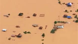 Une vue aérienne des terres inondées après l'effondrement du barrage, le 24 juillet 2018.