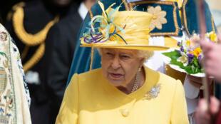 La reina Isabel II durante las celebraciones del Jueves Santo en la Capilla de San Jorge, en el castillo de Windsor, Reino Unido, el 18 de abril de 2019.