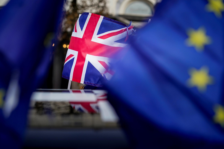 Les drapeaux britanniques et européens qui flottent, le 30 janvier 2019, devant le Parlement européen à Strasbourg, la veille du  Brexit.