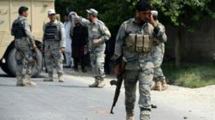 قوات أمن أفغانية في موقع هجوم في جلال أباد في 25 تموز/ يوليو 2015