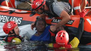 L'ONG espagnole Proactiva Open Arms se donne pour mission de secourir les migrants naufragés en Mediterranée.