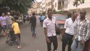 يعيش عدد من المهاجرين الأفارقة في أحياء فقيرة ممتهنين التسول أو تجارة بسيطة