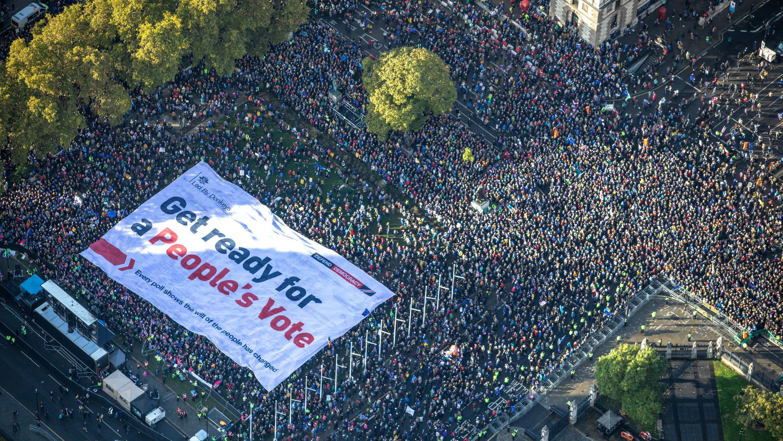 Una multitud reclama un segundo referendo sobre el Brexit en Londres, Reino Unido, el 19 de octubre de 2019.
