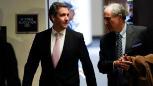 Michael Cohen (izquierda) comparecerá nuevamente ante el Senado y allí espera aportar nuevas pruebas al Comité de Inteligencia.