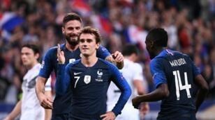 """فرنسا تهزم ألمانيا 2-1 على أرضية ملعب """"ستاد دو فرانس"""" في ضواحي باريس 16 تشرين الأول/أكتوبر 2018"""