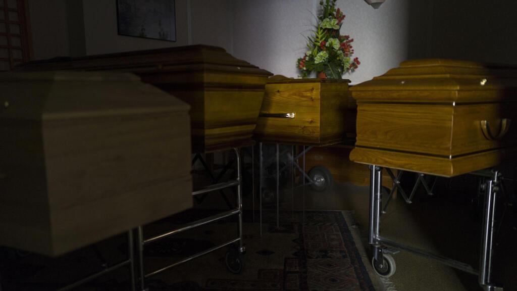 Covid-19 en France : face au deuil des familles, une journée d'hommage national à l'étude
