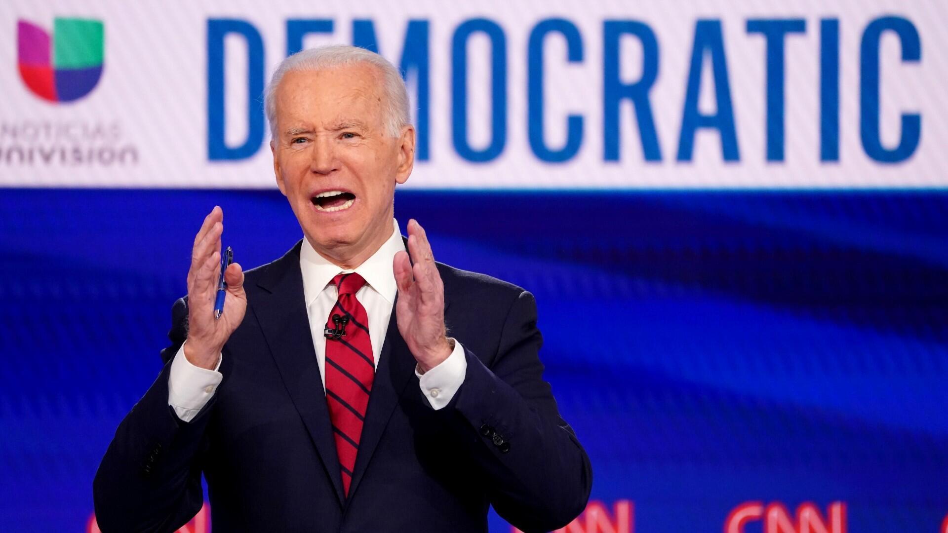 El candidato demócrata a la presidencia estadounidense y ex vicepresidente Joe Biden habla durante el undécimo debate de los candidatos demócratas de la campaña presidencial estadounidense de 2020, celebrada en los estudios de CNN en Washington sin audiencia debido a la pandemia mundial de coronavirus, en Washington, EE. UU., 15 de marzo de 2020.