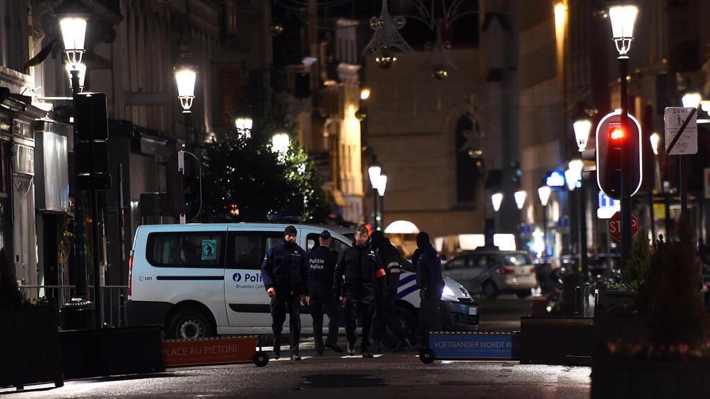 - دوريات للشرطة والجيش في بروكسل