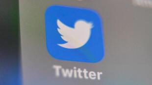 Twitter a de nouveau renforcé ses règles lundi pour lutter contre la désinformation sur la pandémie de coronavirus