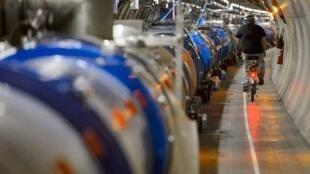 Le plus grand accélérateur de particules au monde reprend du service, mercredi.