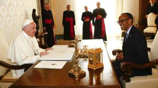Le pape François a reçu le président rwandais, Paul Kagame, au Vatican, le 20 mars 2017.