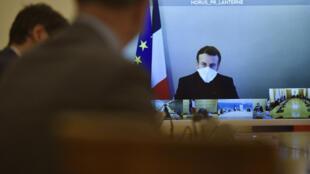 Emmanuel Macron lors d'un Conseil des ministres en visioconférence le 21 décembre 2020 à Paris