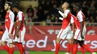 فابينيو لاعب موناكو يحتفل بتسجيل هدف في مرمى نانت